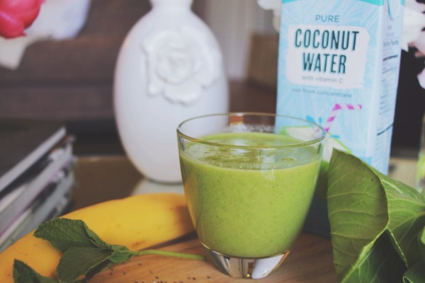 marianna hewitt smoothie recipe bananna bok choy mint cococnut water